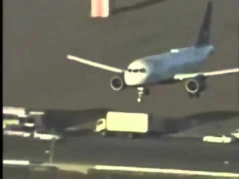 Shocking plane crashes (warning graphic 18+)